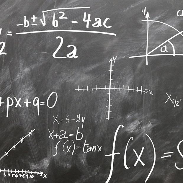 Matematik hold. Billede af tavle med regnestykker