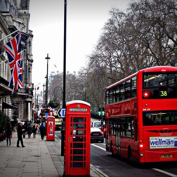 Engelsk 8. klasse og op hold. Billede af Londons gader